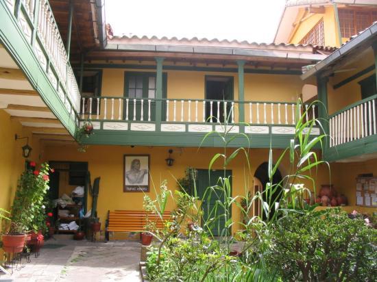 Amaru Hostal : Inner courtyard