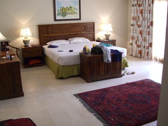 Al Hamra Residence & Village: Junior Suite bedroom