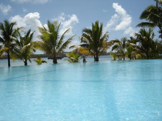 Shandrani Beachcomber Resort & Spa: Pool next to Sirius Restaurant
