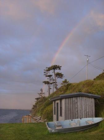 Juan de Fuca Cottages: A rainbow seen from the private beach in front of the cottages.