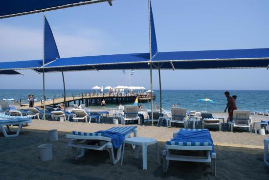 Queen Elizabeth Elite Suite Hotel & Spa : beach