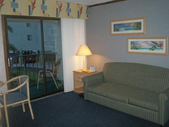 Sailport Waterfront Suites: Living Room With Couch