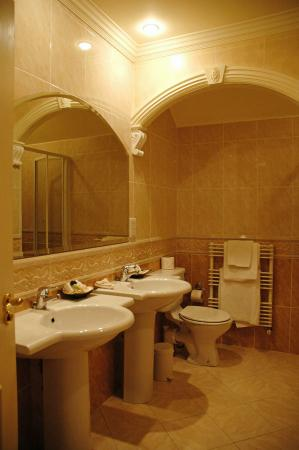 Loch Lein Country House: Bathroom