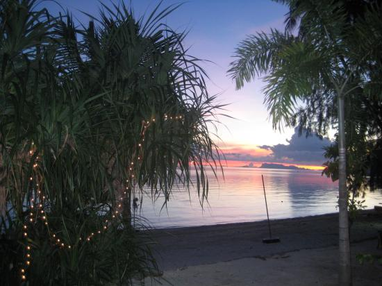 Samui Amanda Resort : sunset over beach