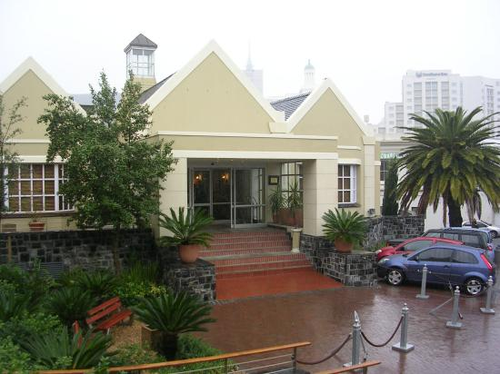 City Lodge Hotel V&A Waterfront: View from the room (the main entrance)