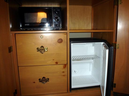 Hampton Inn Greenville : refrigerator and microwave