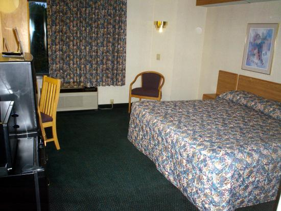 Sleep Inn Airport: room view 1