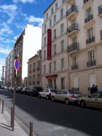 Cecil Hotel : Exterior from Rue Beaunier