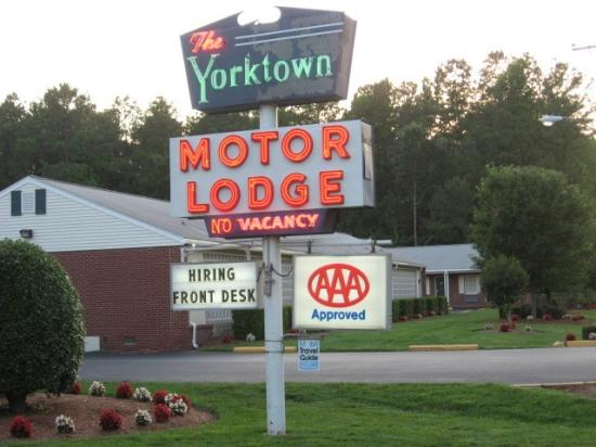 Yorktown Motor Lodge: Sign