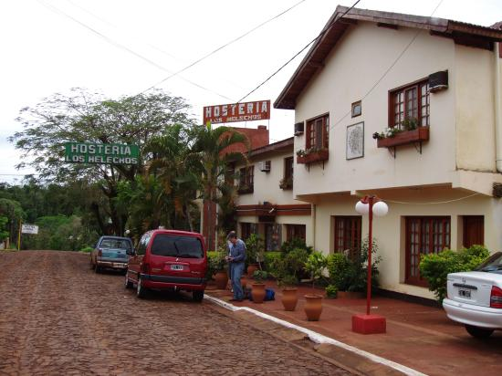 Los Helechos: Entrada del hostel
