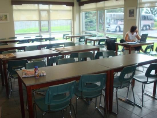 Hôtel Le Dauphin Montréal-Longueuil : Breakfast Room