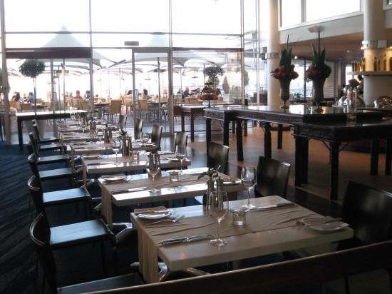 Radisson Blu Hotel Waterfront, Cape Town: Hotel restaurant where breakfast is served