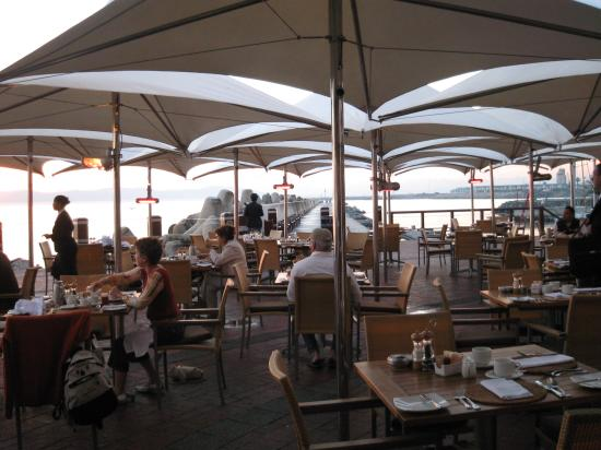 Radisson Blu Hotel Waterfront, Cape Town : Breakfast with a view...