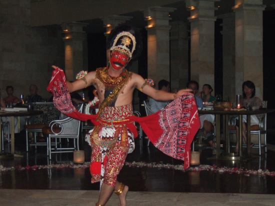 Amanjiwo Resorts: Dancer in Jiwo