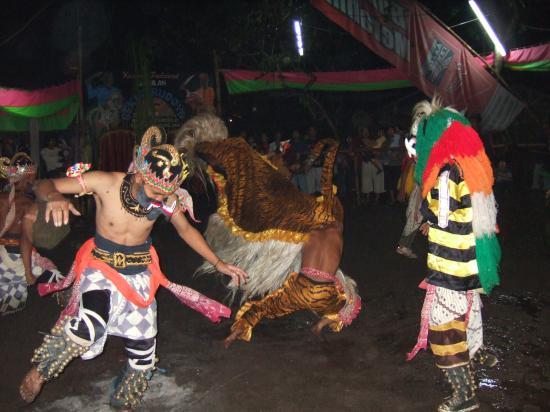 Amanjiwo Resorts: Trance Dance