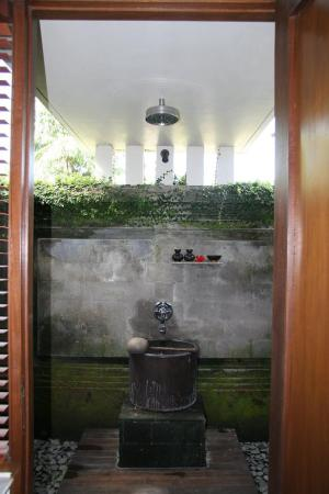 The Chedi Club Tanah Gajah, Ubud, Bali – a GHM hotel: Two-Bedroom Estate Outdoor Shower