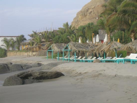 Hotel Casa de Playa: View of beach in front of hotel