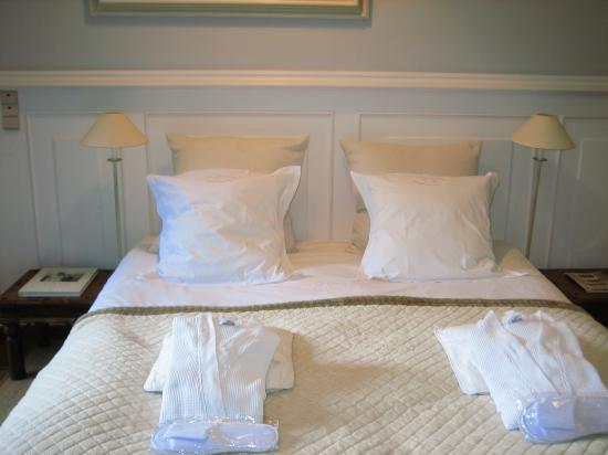 Number 11 Exclusive Guesthouse: bed
