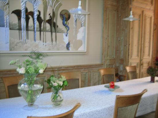 Number 11 Exclusive Guesthouse: dining room - best breakfast of any B&B we stayed at in Europe