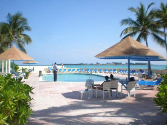 Blue Water Resort on Cable Beach: Pool area