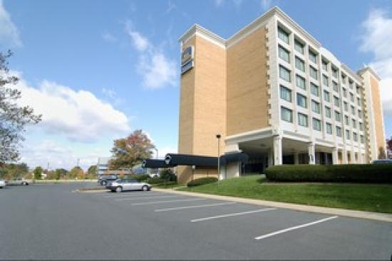 Best Western Plus Rockville Hotel & Suites: They have lots of parking