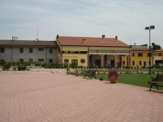 Corte Castelletto: Part of the Courtyard at the hotel