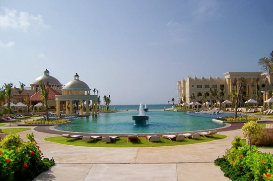 Iberostar Grand Hotel Paraiso: The Main Pool