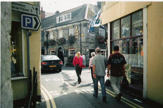 Mevagissey, UK: Ship Inn setting