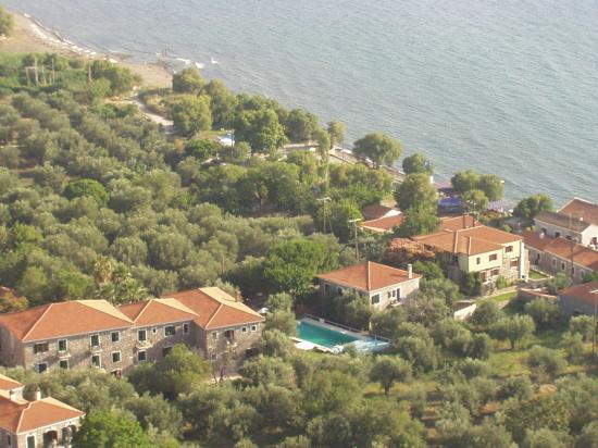 Molyvos, Grèce : Pool and Hotel (Left of pic)