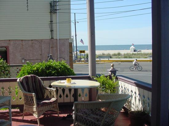 The SeaVilla: A beautiful breakfast on the lovely porch with a great sea view!
