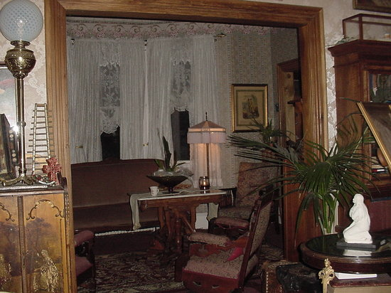 The SeaVilla: The living room and parlor
