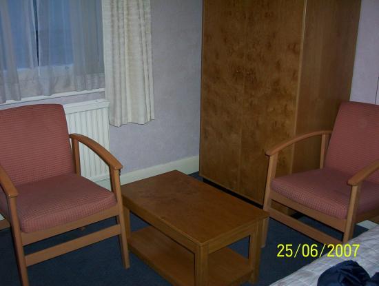 Creffield Lodge : Furniture in room