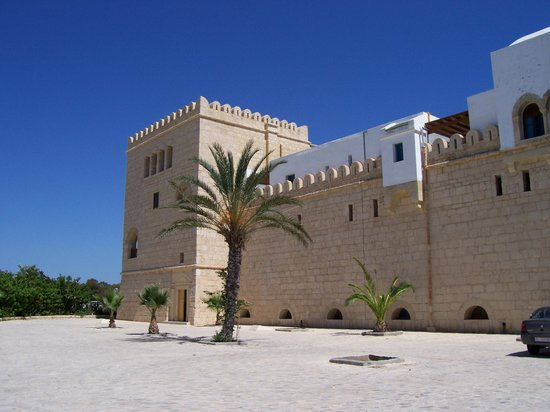 Hotel Diar Lemdina: Outside the medina