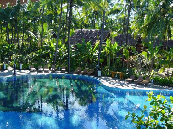Sandoway Resort: swimming pool