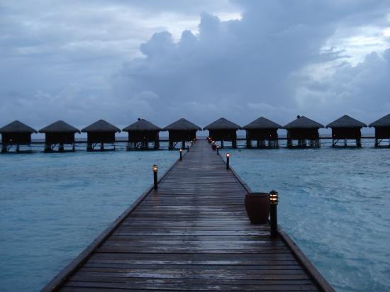 Filitheyo Island Resort: los overwaters al atardecer