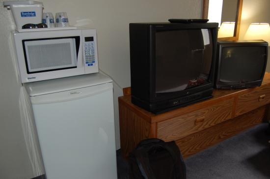 Travelodge Campbell River: 2 tv's