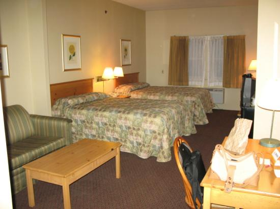 The Norwich Hotel: Two double beds
