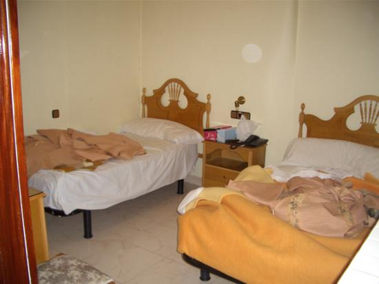 Hostal Atocha Almudena Martin: sorry, we didn't tidy up :-)