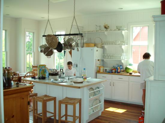 The Lodge at Gorham's Bluff: Kitchen of Mayors Cottage