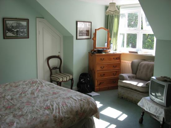 Laburnum House: The large room with our bed