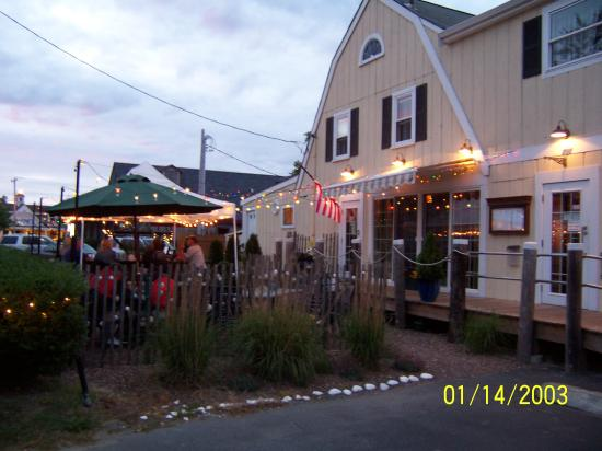 Oyster Company Raw Bar & Grill: view from the front