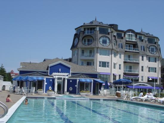 Bay Harbor Village Hotel & Conference Center: Pool and spa.