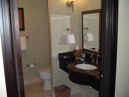 Hollywood Beach Marriott: Bathroom