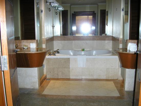 Bathroom With Jacuzzi Shower Toilet
