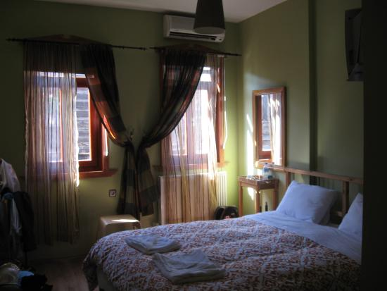 Ahmet Efendi Evi: Our room -made up daily, airconditioner