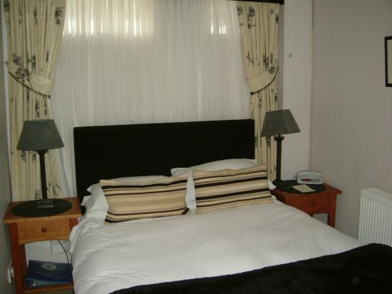 The Mytton and Mermaid Hotel: Double bedroom