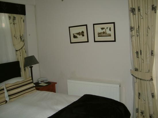 The Mytton and Mermaid Hotel: Bedroom from another angle!