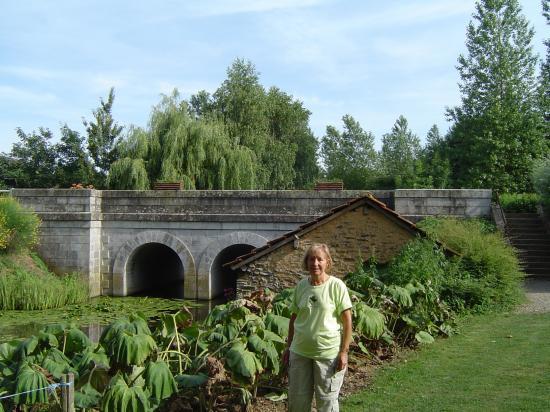 Moulin d'Hys: Bridge on the river
