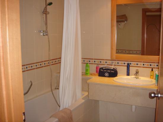 Zita Beach Resort: Salle de bains
