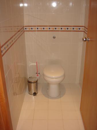 Zita Beach Resort: Toilettes séparées